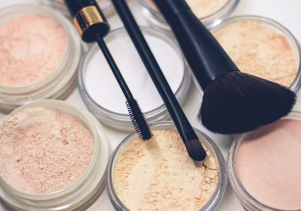 IT'S TIME TO DECLUTTER YOUR MAKEUP!